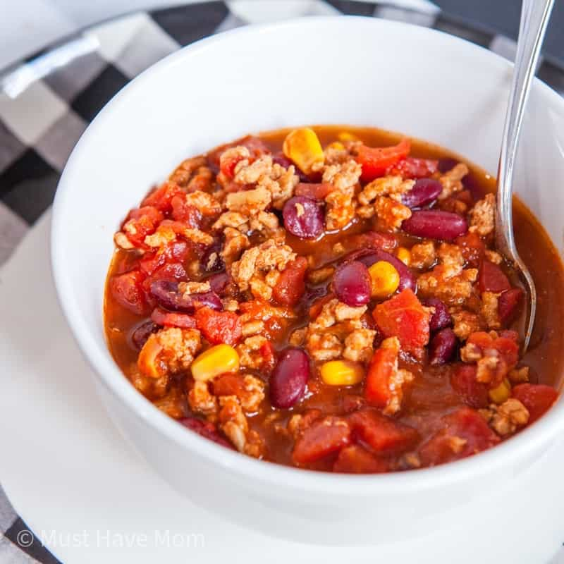 easy turkey chili in a bowl