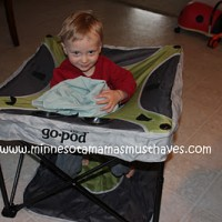 2011 Holiday Gift Guide: KidCo Go-Pod Review!