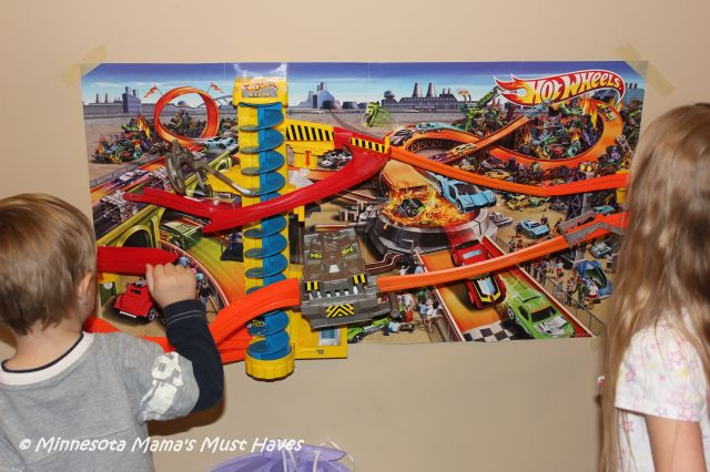 Hot wheels wall tracks power tower track set top picks for Circuit hot wheels mural