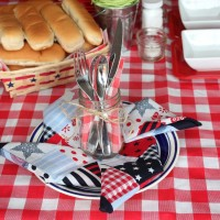 4th of July Place Setting ideas! Fold a pinwheel napkin (tutorial here) and top with a mason jar containing the silverware.