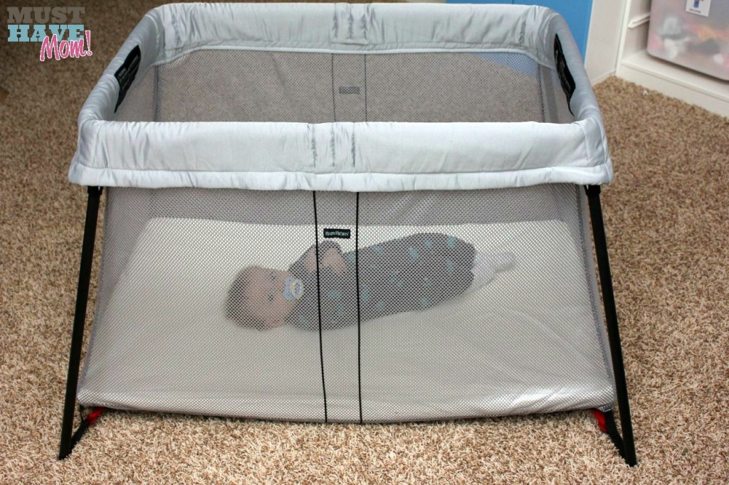 BabyBjörn Travel Crib Light with Brady