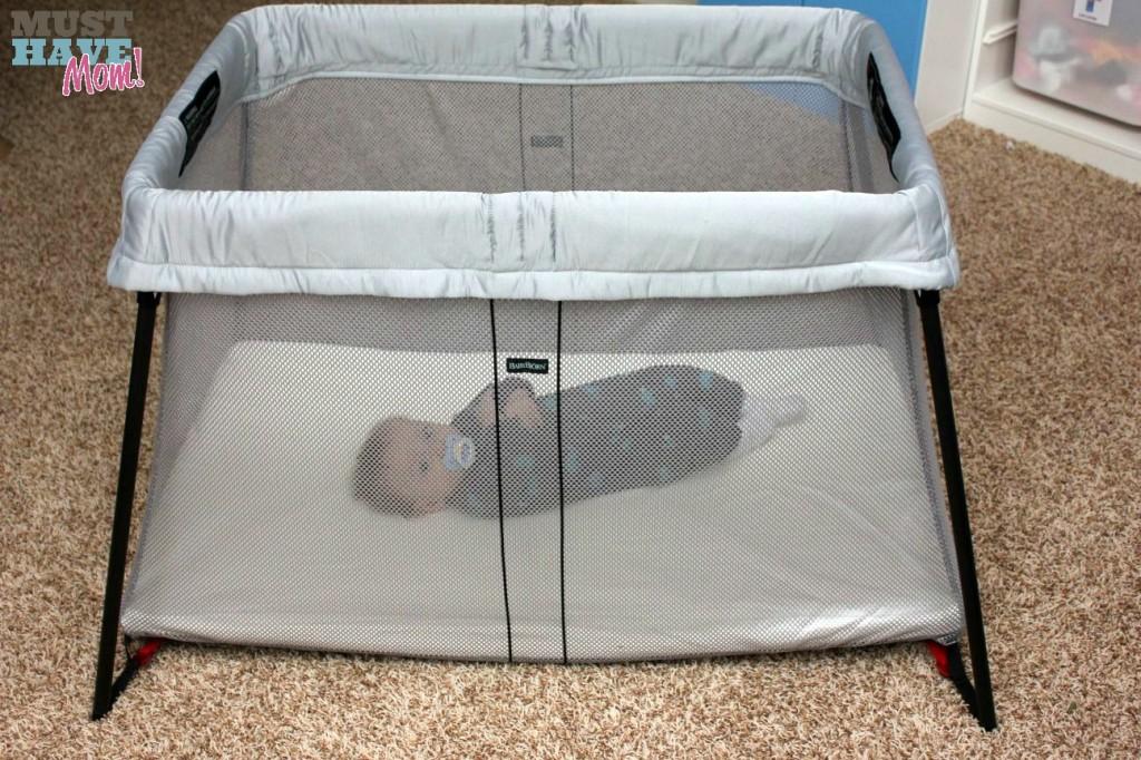 BabyBjörn Travel Crib Light with Brady