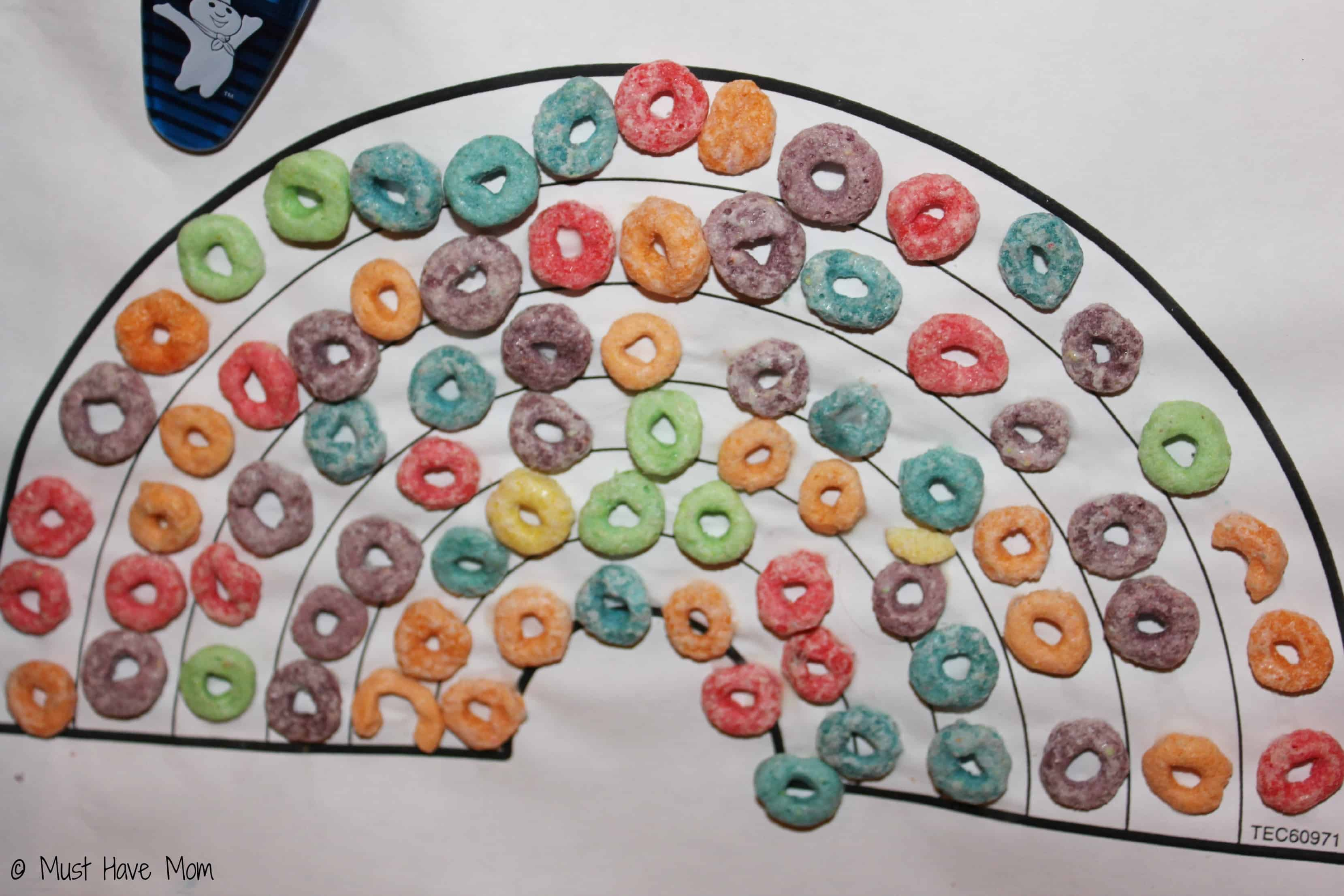 Fruit loop rainbow toddler activity - Must Have Mom
