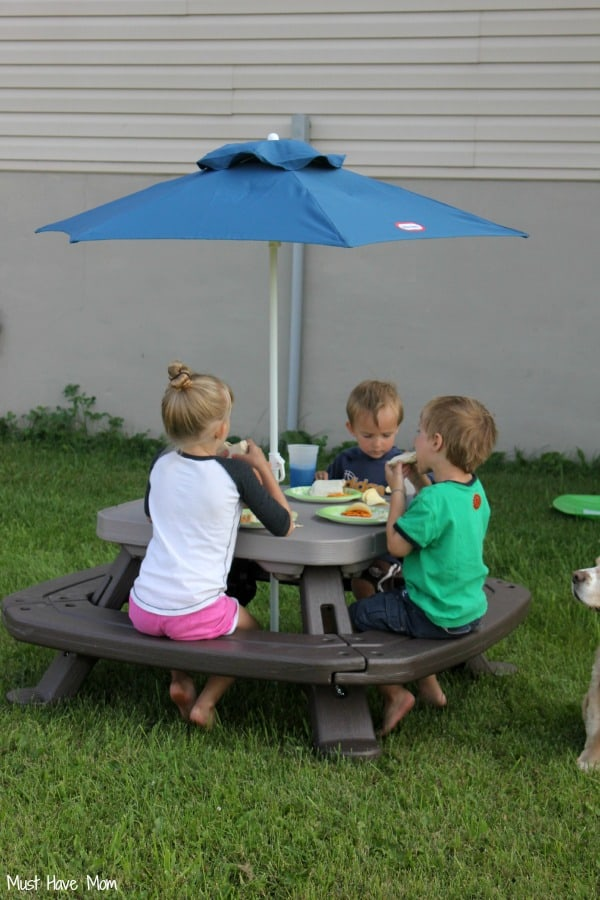 Little Tikes Fold 'n Store Picnic Table with Umbrella