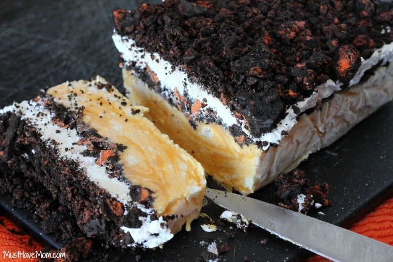 Halloween Oreo Pudding Cake Doesn't Melt!