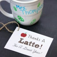 "DIY Personalized Teacher Mug + ""Thanks A Latte"" Free Printable Gift Tag!"