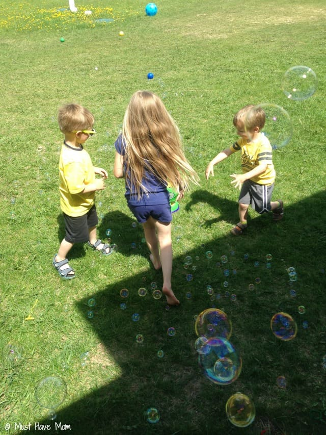 Playdate Tips Provide several fun activities. Bubbles are always a popular one!