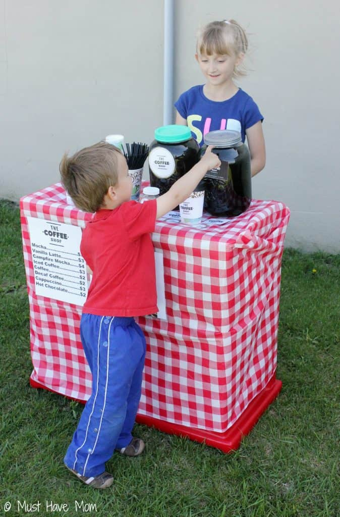 Pretend Play Coffee Shop Idea with tons of fun ideas for outdoor coffee shop setup and free printables too! Love this kids activities idea that they can play outside!