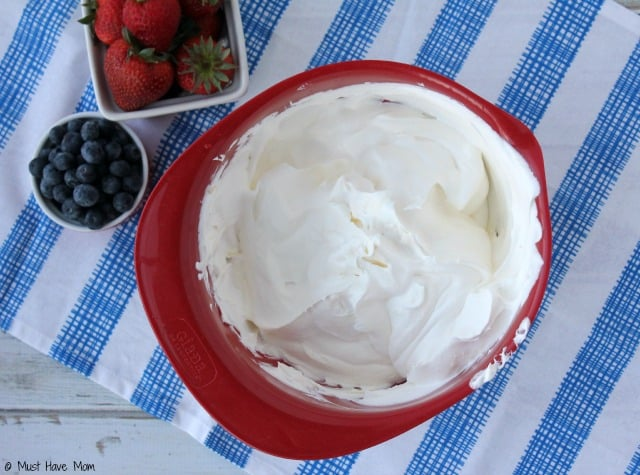 No Bake Icebox Berry Cheesecake Recipe. Great 4th of July dessert idea! Love that it is a no bake dessert for Summer.