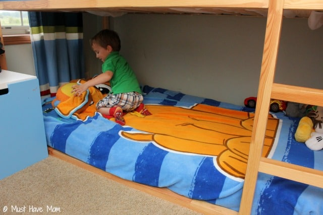 Easy Trick To Help Kids Make Their Beds Easily! Plus the easiest way to make the bed when you have bunk beds!