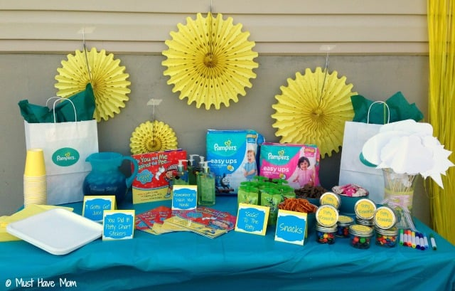 How to host a potty training party! Potty Training food ideas, potty training tips and ways to encourage your child to potty train. Free printable potty party signs too!