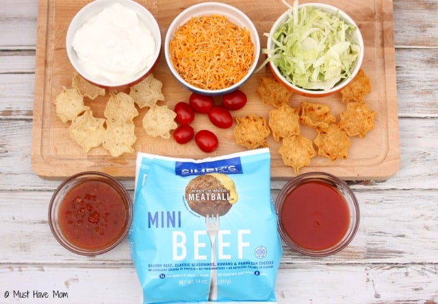 Mini Taco Salad Bites Recipe. These would make awesome appetizers or an easy lunch idea that is kid friendly! LOVE these!