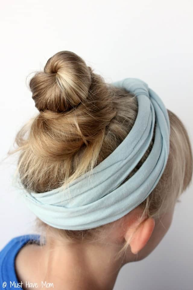 DIY No Sew Headband Made From A T-Shirt!  Step by Step tutorial to recycle your t-shirt into a no sew headband! Super cute hair idea
