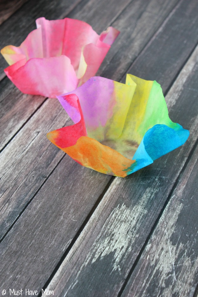 Easy 3 step DIY Paper Bowls Kids Craft Idea! Just use coffee filters, watercolor paints and Faultless Spray Starch! Fun decorative bowl.