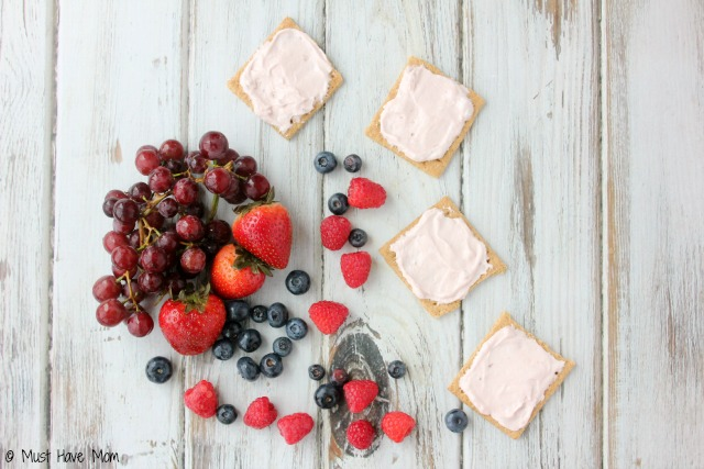 Easy No Bake Cinnamon Graham Mini Fruit Pizzas with whipped strawberry spread recipe! These are SO amazing and SO easy Great after school snack, easy no bake dessert idea, just keep spread in the fridge and make one anytime!