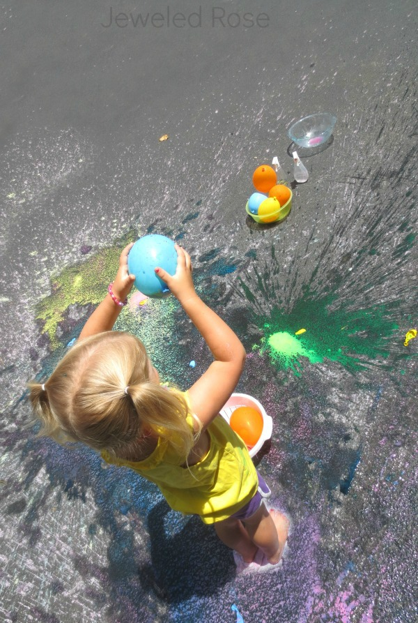 20 Outdoor Kids activities to keep kids engaged and entertained all Summer long! Love these outdoor kids play ideas!