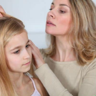 Mom shares secret to preventing head lice without pesticides…and it actually works! Plus how to treat lice without pesticides!