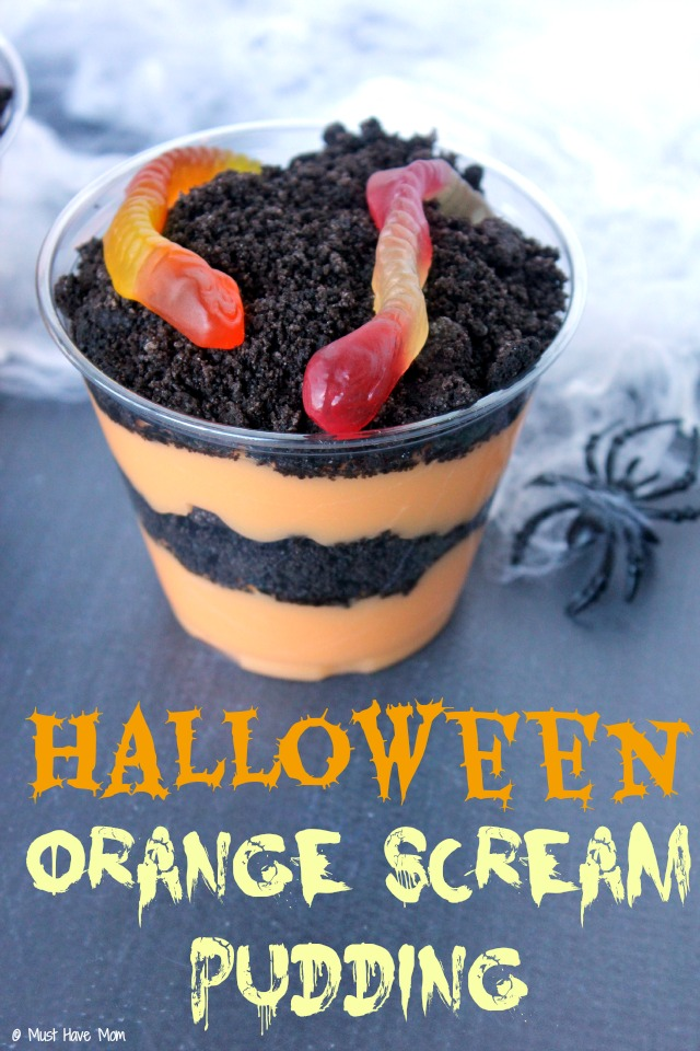Halloween Orange Scream Pudding Cup Recipe Idea. Love this Halloween pudding cup idea and the pudding is amazing! The orange and black pudding cup is perfect for a halloween treat idea too!