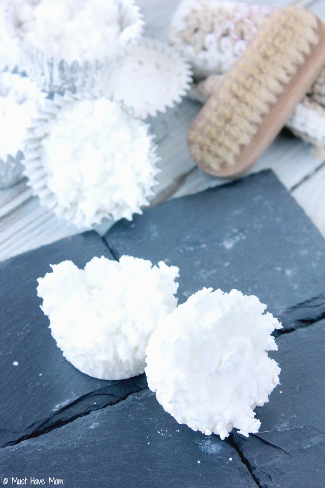DIY Aromatherapy Shower Discs Using Essential Oils. Vapor in the shower to relieve nasal discomforts related to colds or allergies!