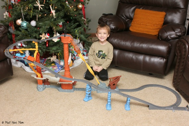 Perfect gift for Thomas & Friends fan! Thomas & Friends™ TrackMaster™ Shipwreck Rails Set & Thomas & Friends: Sodor's Legend of the Lost Treasure - The Movie