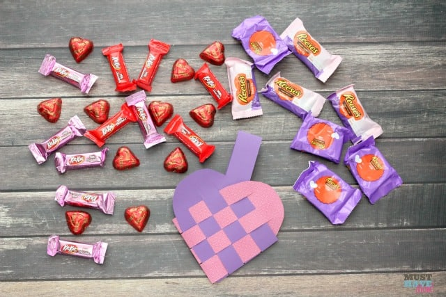 Woven Heart Basket Pattern and Tutorial with detailed instructions on how to make them! Perfect Valentine's Day basket and easy enough for a kids Valentine's Day project! These are like the scandinavian heart baskets but this tutorial makes them so easy!