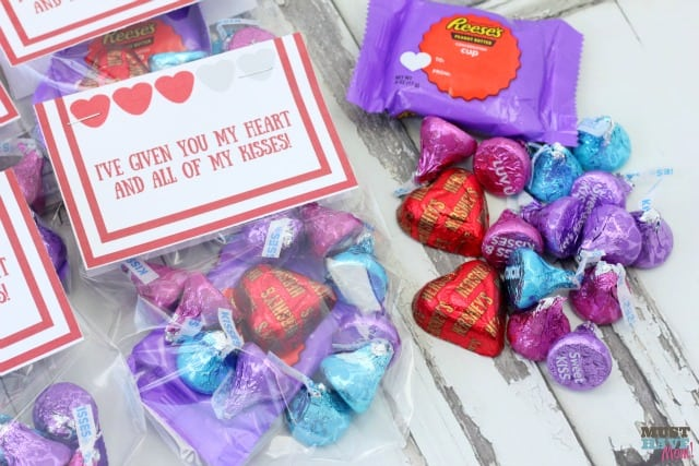 "Free Valentine's Day Printable! ""I've given you my heart and all of my kisses"" Valentine's Day treat bag topper filled with Hershey's kisses and caramel heart! Perfect for Valentine's Day class treats"