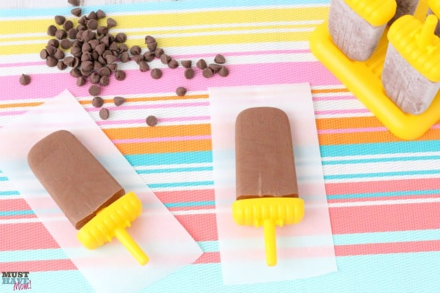 Nutritious Fudge Bars Recipe using greek yogurt! These pack extra calcium and nutrients too! Easy homemade fudge pops that the kids can even help make!