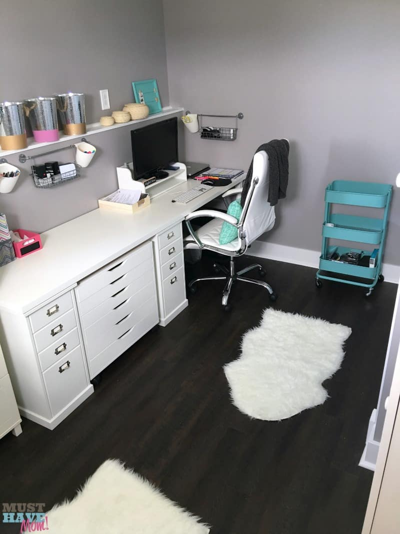Home office makeover with storage ideas and small tips that make a big impact. Love all these office storage ideas! The hidden storage leaves you with a neat and tidy office space that is functional.
