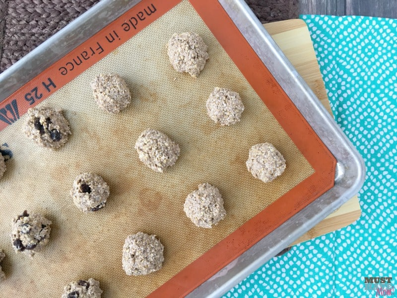 3 ingredient toddler bites recipe! Healthy alternative to cookies. Egg free, dairy free, flourless cookie alternative. Easy toddler snack idea, easy toddler food ideas.