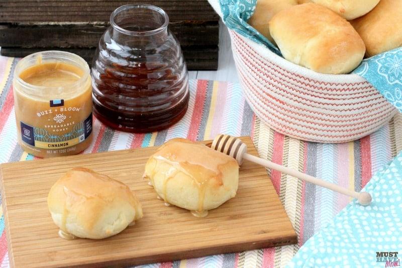 sweet-buns-with-cinnamon-honey-spread