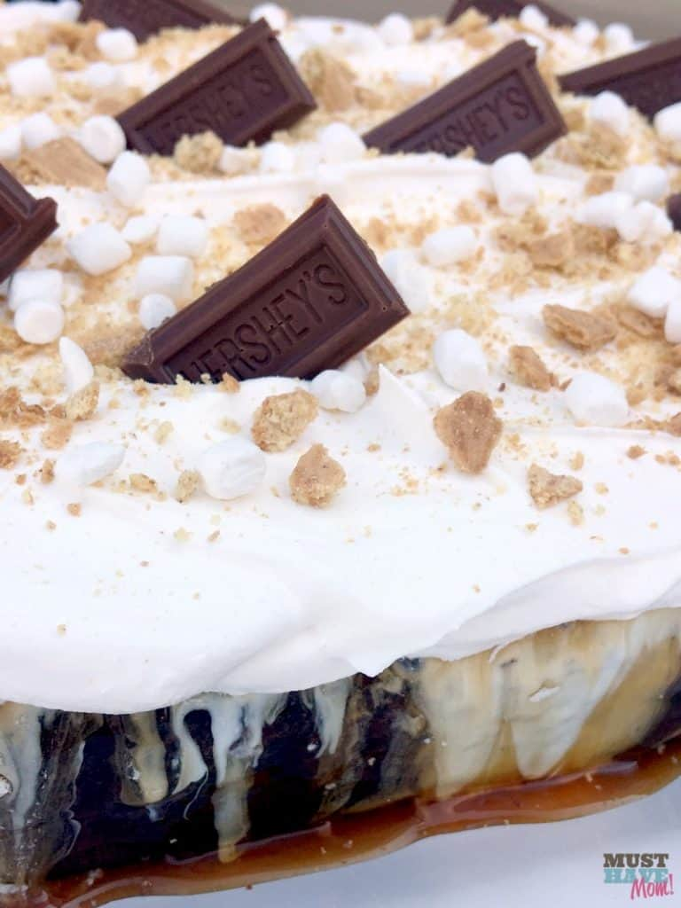 Quick and easy S'mores cake recipe! Contains marshmallow, chocolate and caramel. Great dessert idea for camping party or camping outdoor theme.