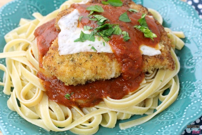 Juicy and crispy chicken parmesan recipe! Best chicken parmesan recipe on pinterest. Served over linguine with red sauce. Great weeknight dinner idea.