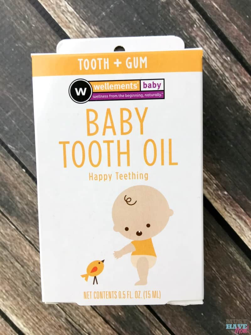 Natural teething remedies that work! This baby tooth oil is natural and relieves teething pain.