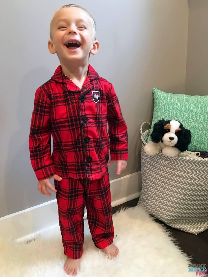 Adorable Christmas pajamas for Christmas morning! Get your kids matching pajamas and tuck them into their Christmas Eve boxes!