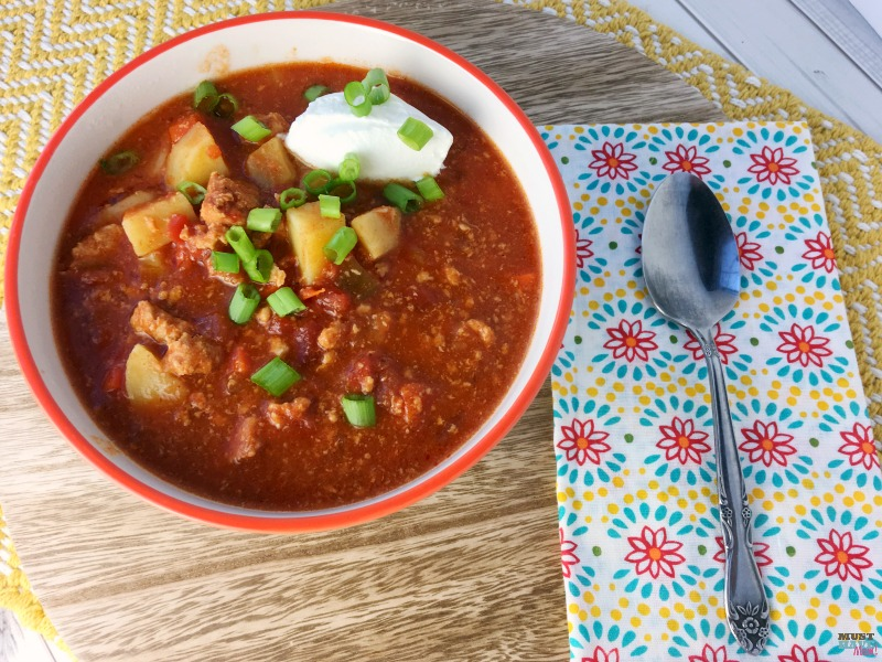 Healthy Slow Cooker Paleo Buffalo Chicken Chili Recipe! This tasty blend is hearty and warms your belly while leaving out the unhealthy ingredients!