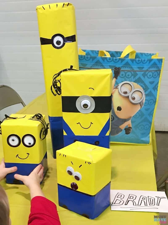 DIY Minion Gift Wrap Idea Birthday Parties