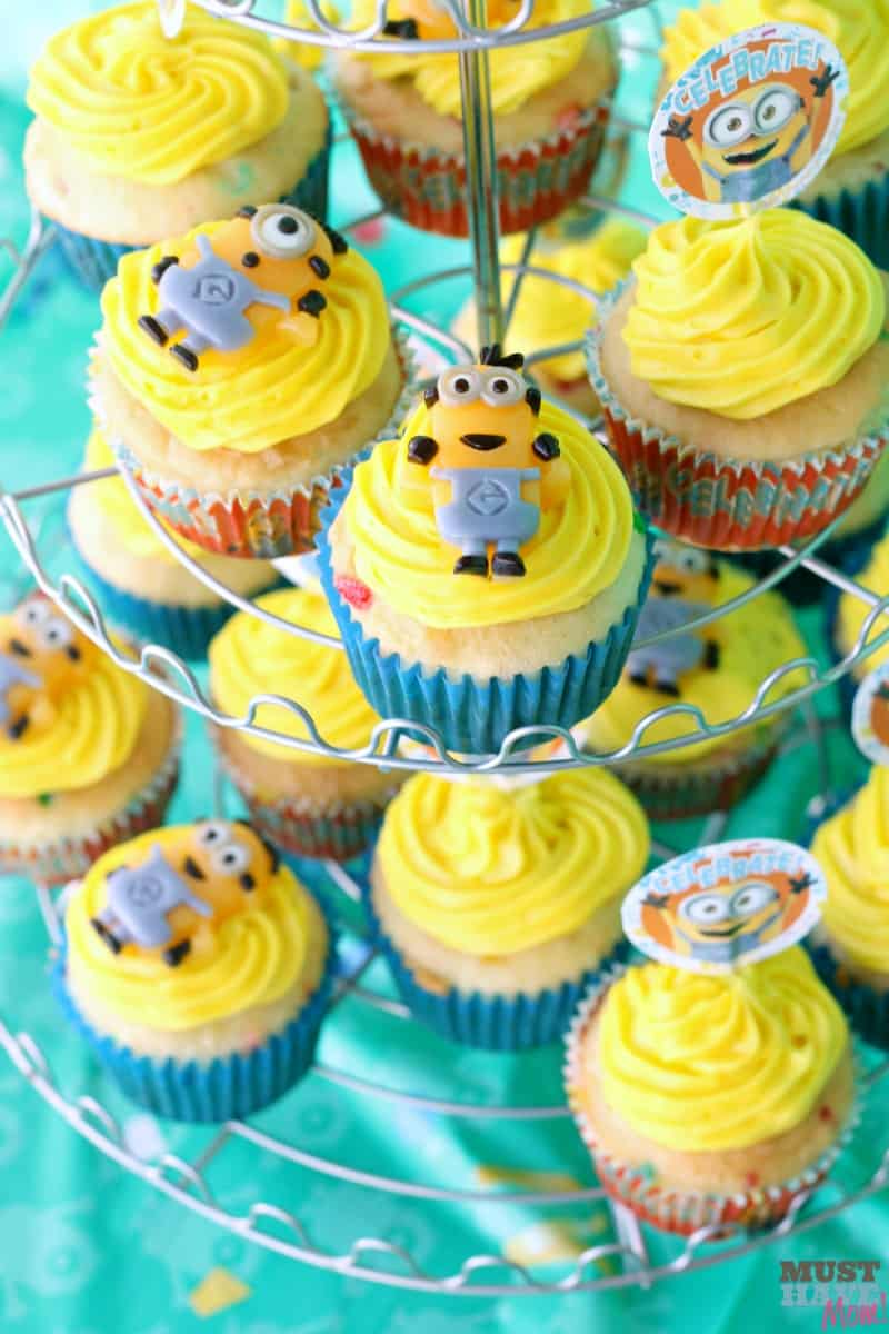 Minion Cupcake Toppers, Minion Cupcakes, Girl Minion Cake, Minions Nena, Minions Despicable Me, Despicable Me Party, Birthday Party Decorations, Minion Birthday Parties, Girl Birthday. Find this Pin and more on minion theme party by Annie Love.