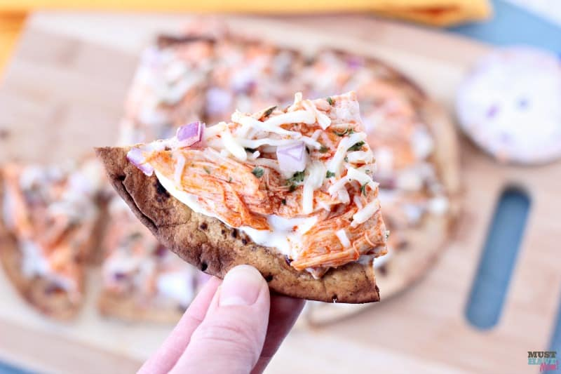 21 Day Fix Pizza! This 21 day fix buffalo chicken pizza tastes amazing and includes container counts in the recipe!