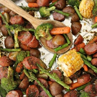 Sheet pan dinners make for easy cleanup and quick meals! This Sausage & Veggie sheet pan supper recipe is bursting with flavor and is AMAZING! One pan meal for busy nights!