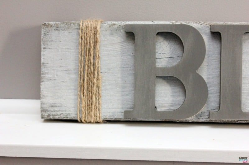 DIY Farmhouse wood signs! Make your own farmhouse style signs with these easy DIY home decor project