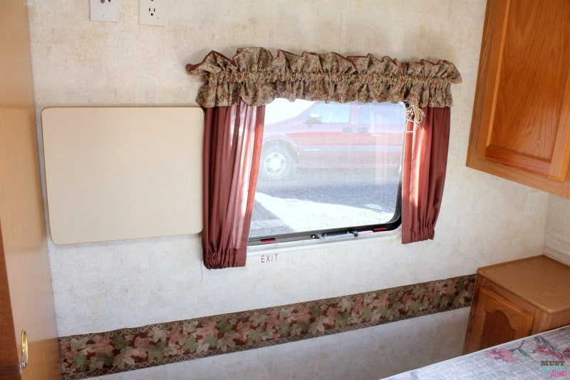 How To Remove The Outdated Wallpaper Border In Your RV Camper Tips Easily