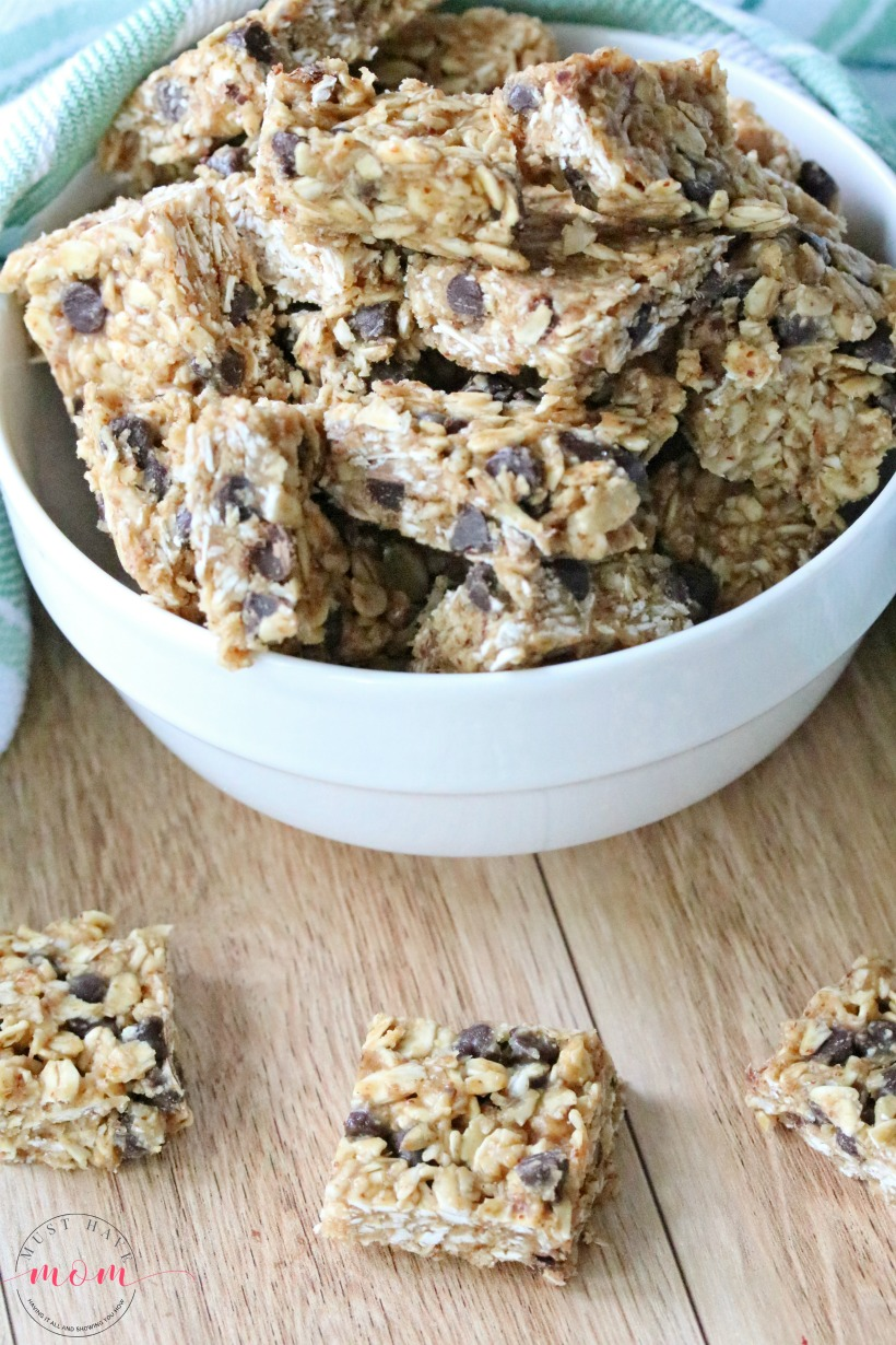 Healthy No Bake Bars! Oatmeal chocolate chip bars with just 6 healthy ingredients.