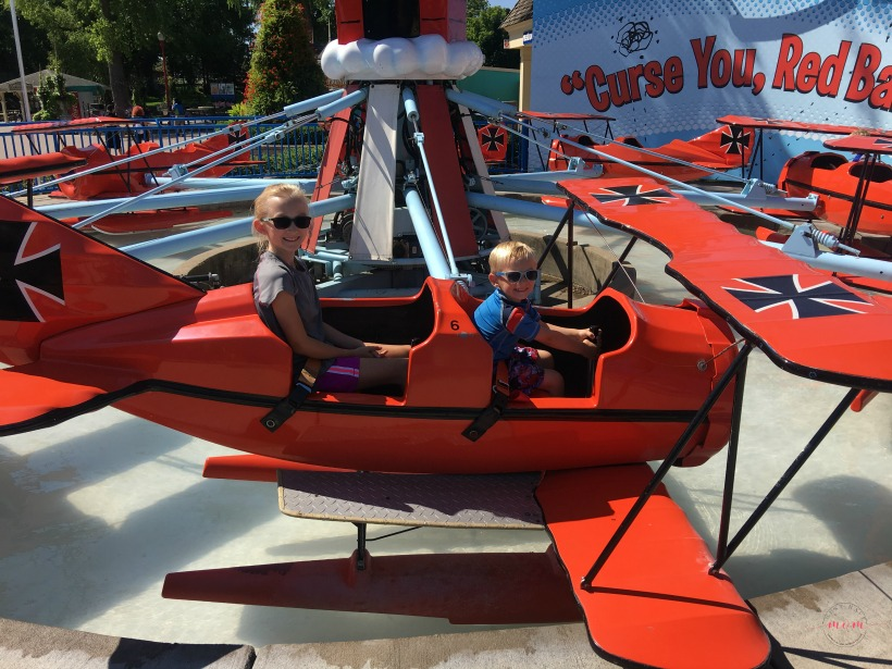 What to pack for a trip to Valleyfair amusement park with your family + tips to save money and have the most fun possible!