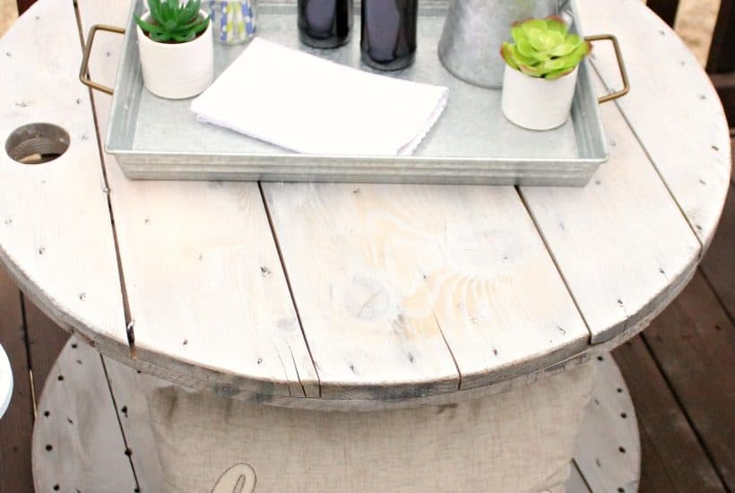 DIY farmhouse style wood spool table ideas. Tutorial to make a side table from a wood cable spool