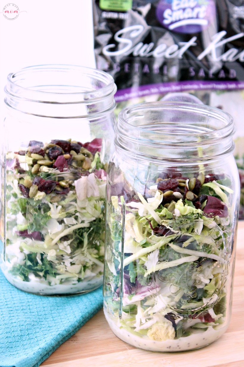 Once a week mason jar salads for busy people who like to eat healthy! Make on Sunday, lasts all week. Easy superfood kale salads.