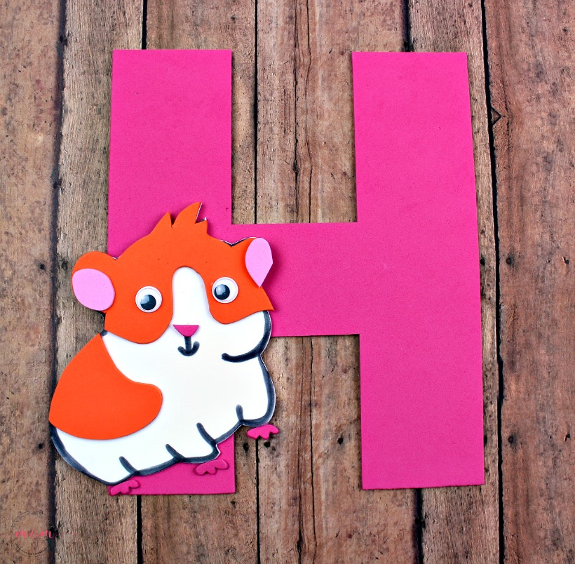 Weekly letter craft series! Letter H is for Hamster kids craft idea with free printable to teach letter recognition.