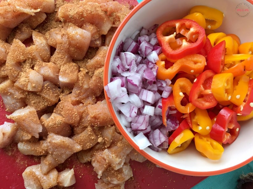 Easy chicken fajita noodle skillet recipe! This one pot dinner recipe is a keeper! SO full of flavor and makes a quick and easy dinner idea.