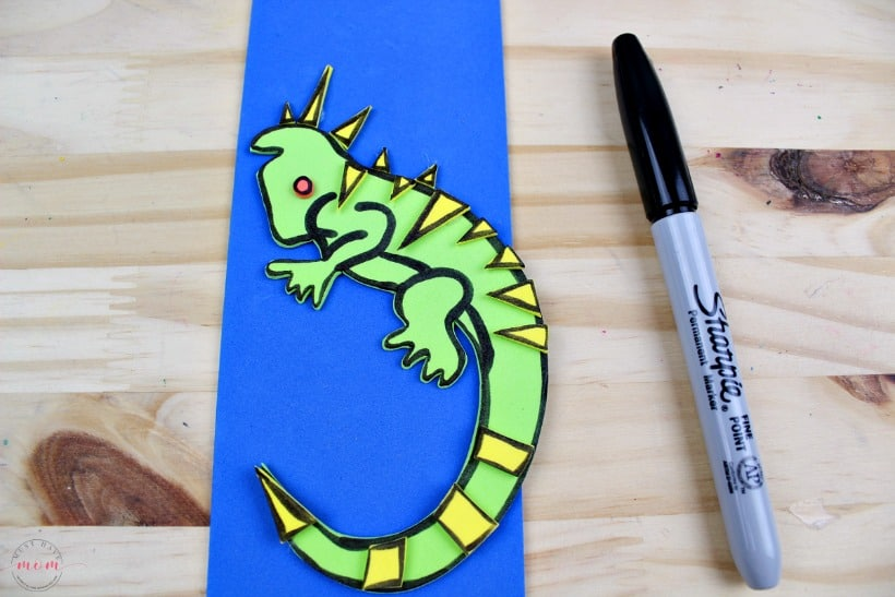 Weekly letter craft ideas for kids! I is for Iguana kids craft. Great for letter recognition and cutting and tracing skills!