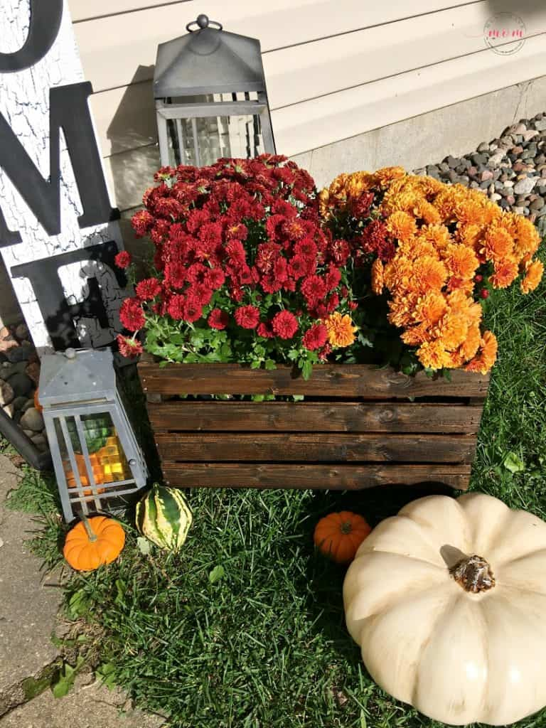 Easy DIY Fall Decor ideas for a stunning fall porch display! Try the DIY crate planter and farmhouse welcome sign!