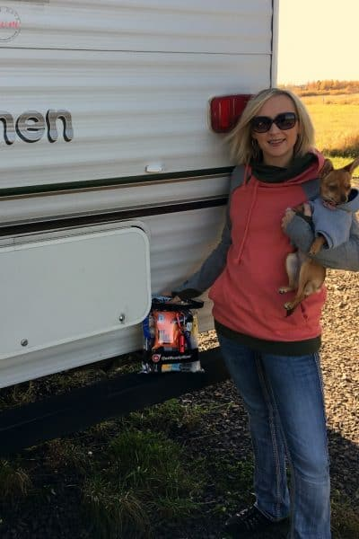 Tips for Camping With Dogs that you must know! Great ideas and packing list for camping with pets.